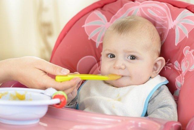 ¿Qué hace un bebé de 4 meses?