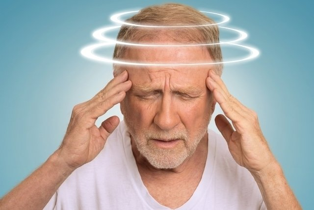 Saiba o que pode causar e como tratar a tontura no idoso