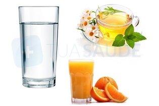 Água, sucos naturais e chás gelados para beber