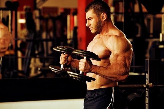 6 exercícios para treino de bíceps em casa