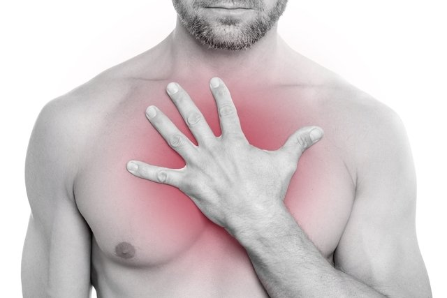 Costocondrite (dor no esterno): o que é, sintomas e tratamento