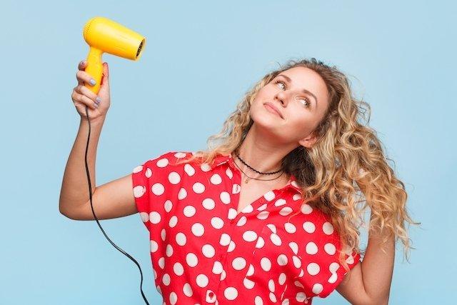 3 passos para manter a hidratação dos cabelos cacheados