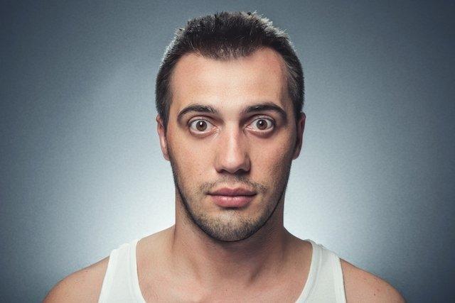 Olhos esbugalhados (exoftalmia): o que é, causas e tratamento