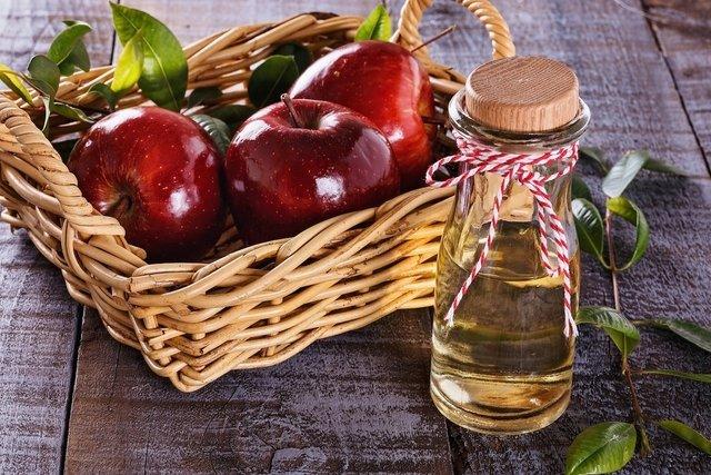 9 benefici dell'aceto di sidro di mele
