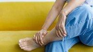 Formigamento nas pernas e pés: 11 causas e o que fazer