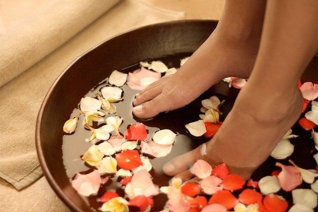 5 Remédios caseiros para pés e mãos inchadas