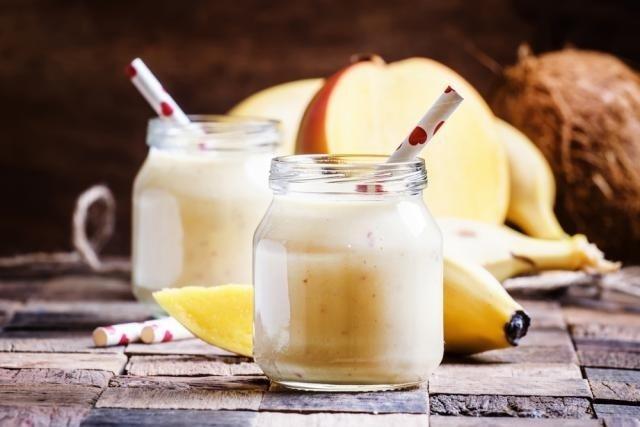 Faz mal comer manga e banana à noite?