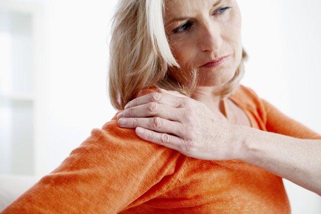 ¿Qué puede causar hormigueo en las manos y en los brazos?