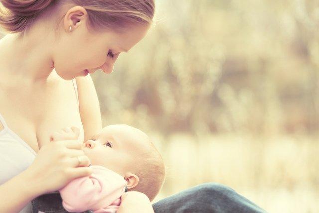 Lactancia materna: qué debe y qué no debe comer (con menú ejemplo)