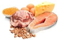 Comer alimentos ricos em proteína
