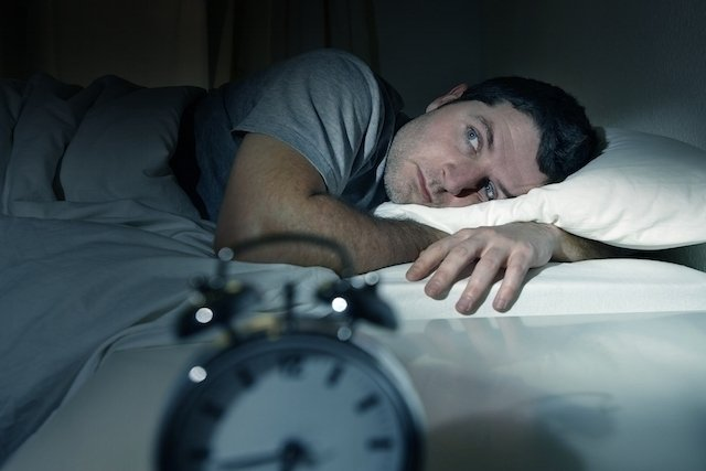 O que pode ser dor de cabeça ao acordar