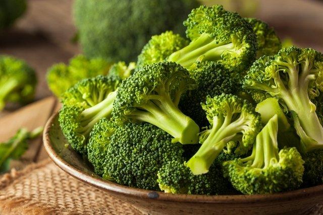 7 benefícios do brócolis para a saúde (com receitas)