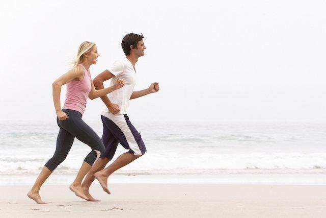Correr descalço faz mal?