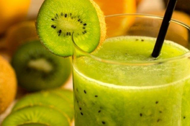 Suco desintoxicante de kiwi