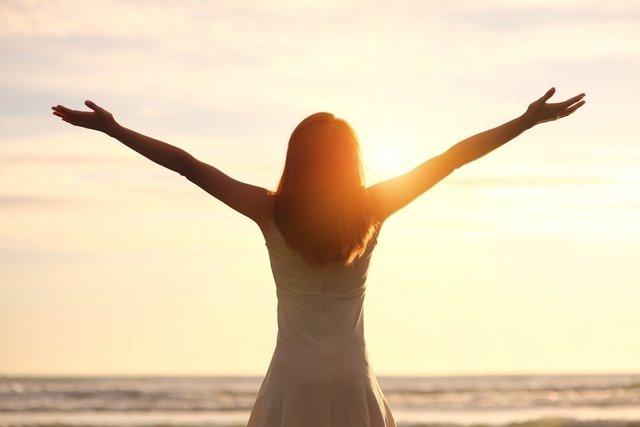 5 benefícios de ficar só