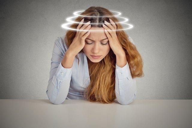 Como aliviar a sensação de tontura e vertigem em casa