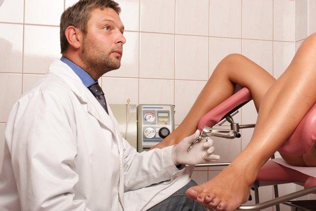 Qué puede causar bolitas o granos en la vagina y qué hacer