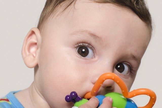 Dentición- Cómo aliviar el dolor del nacimiento de los dientes