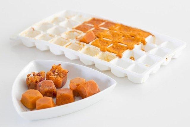 Caldos naturais preparados com azeite, cebola, cenoura e pimentão.