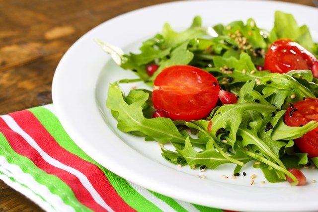 Salada de rúcula e tomate