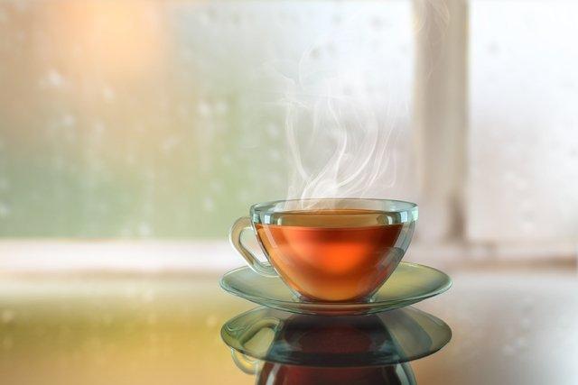 4 Chás para descer a menstruação atrasada