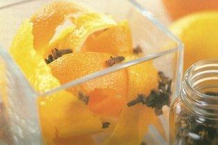 1. Casca de laranja, limão e cravo-da-índia