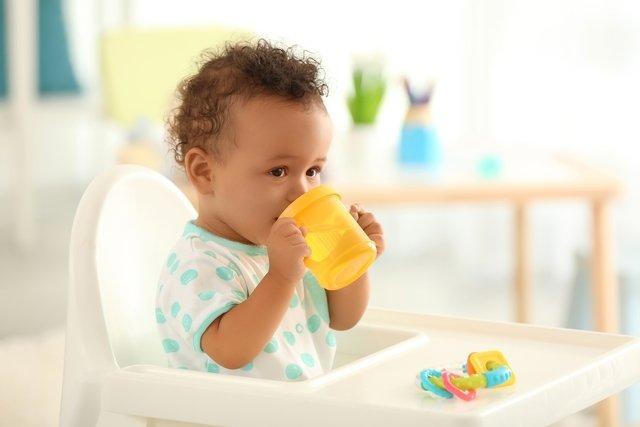 Quando dar água para o bebê e quantidade recomendada