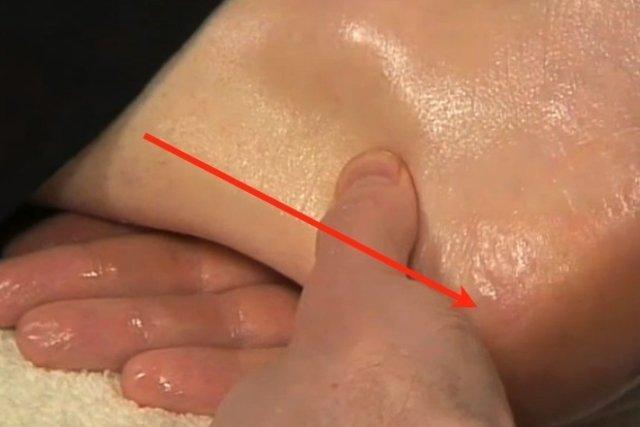 Como fazer uma massagem relaxante nos pés