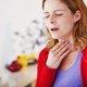 Sensação de bolo na garganta: 7 principais causas e como aliviar