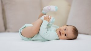 Desenvolvimento do bebê com 2 meses: peso, sono e alimentação