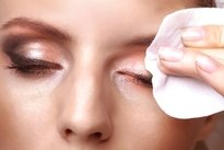 Retirar maquiagem antes de dormir