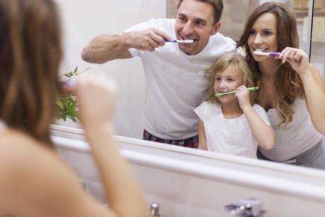 Como escovar os dentes corretamente em 5 passos