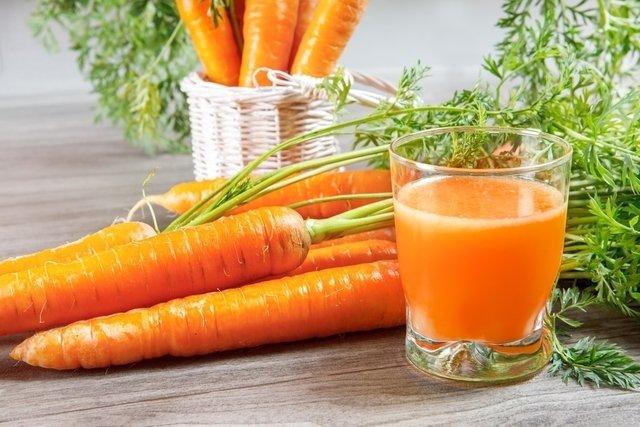 Sucos com cenoura e maçã para Espinhas