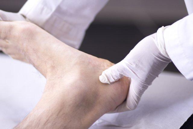 Exame de sensibilidade nos pés