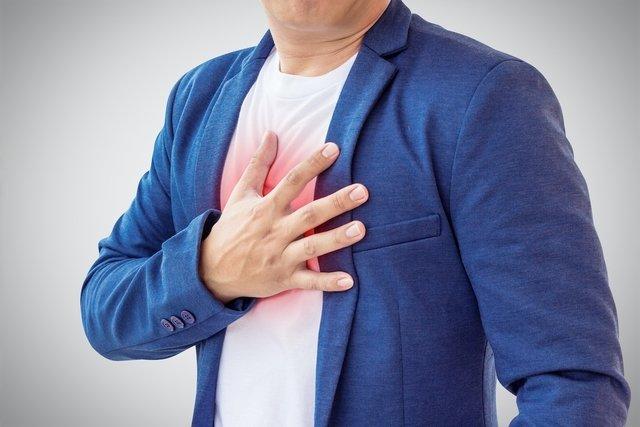 O que é hérnia hiatal por deslizamento, sintomas e tratamento