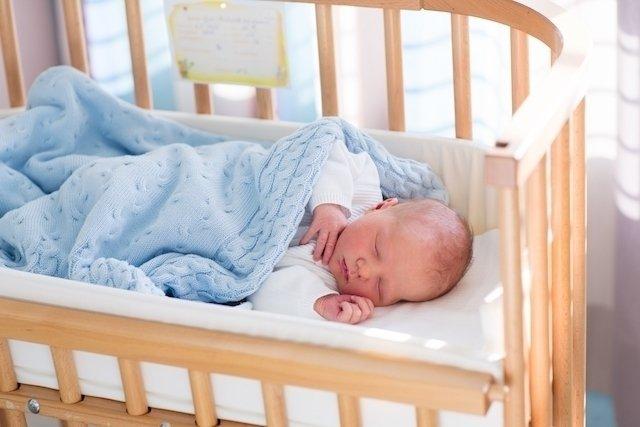 Quando o bebê já pode dormir sozinho no quarto