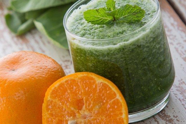 6 sucos de couve detox para emagrecer