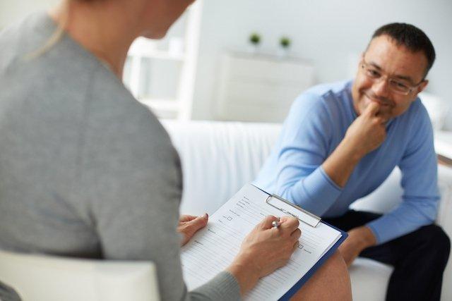 Como é feito o tratamento para transtorno obsessivo-compulsivo