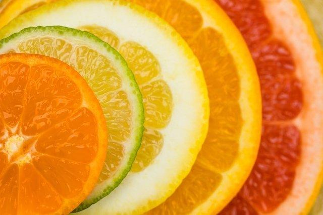 ¿Cómo quitar las manchas causadas por el limón en la piel?