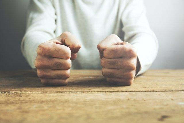 Ataque de raiva (transtorno explosivo intermitente): sintomas e tratamento