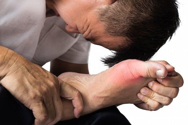 el acido urico afecta los riñones