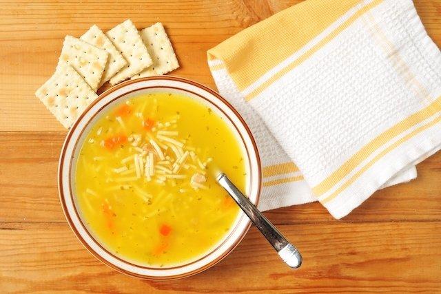 O que comer para tratar a intoxicação alimentar