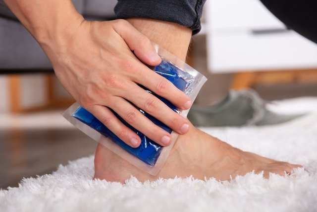 Compresas: cuándo se deben usar y cómo hacerlas (calientes o frías) - Tua  Saúde