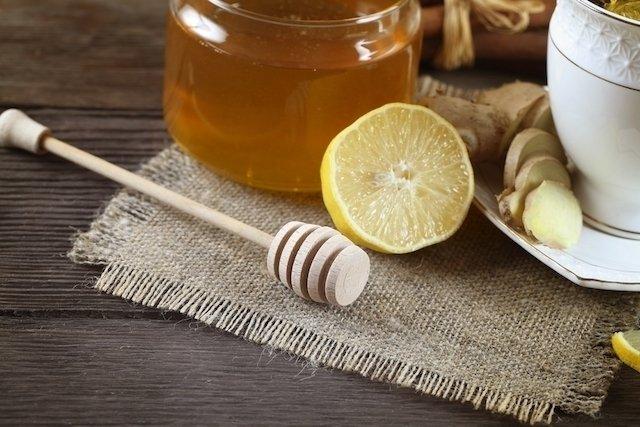 Chá de limão com mel, gengibre ou alho: melhores receitas