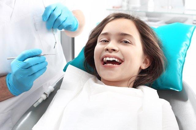 Para que serve a aplicação do flúor nos dentes