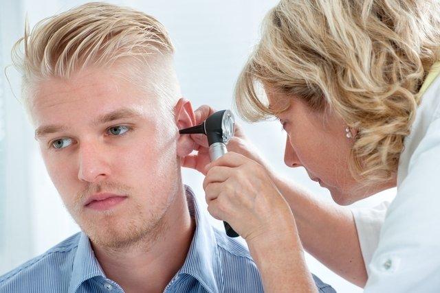 7 principais causas de secreção no ouvido e como tratar