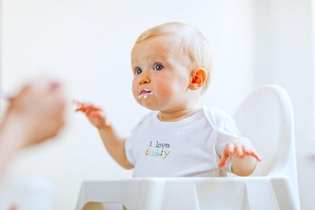 Regugitación en los bebés- Conoce en qué situaciones es normal