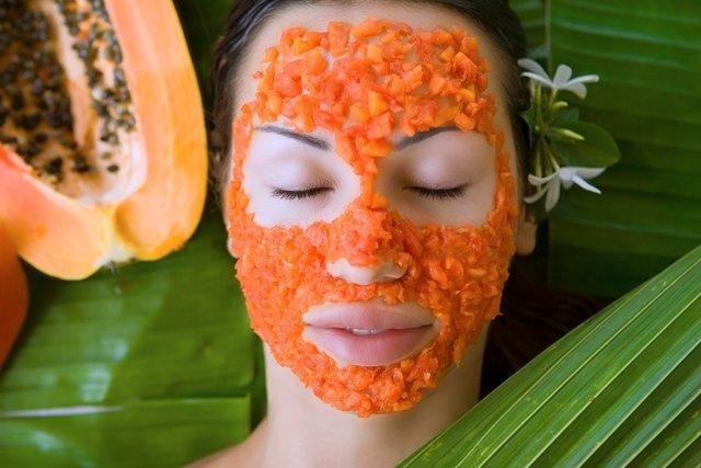 Esfoliação caseira com mamão para deixar o rosto limpo e macio