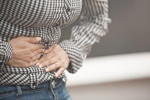 Sintomas de infecção intestinal e o que comer