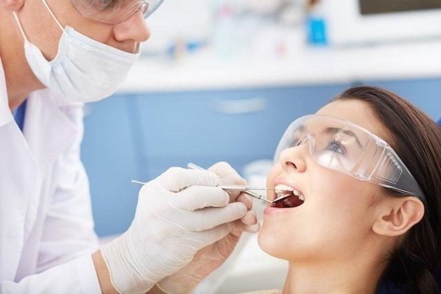 O que pode ser a mancha branca no dente e o que fazer